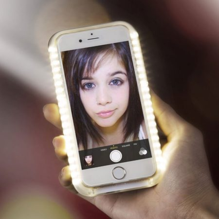 led lights embedded in cell phone case that enhance the quality of selfies